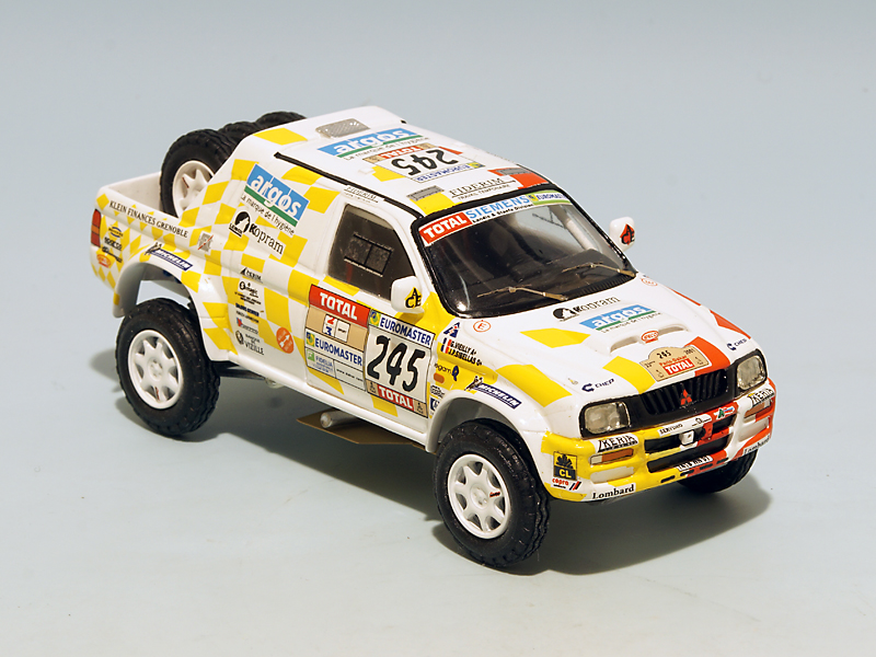 2208 Mitsubishi Stakar Dakar 2001 01