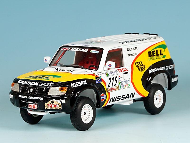 Nissan-Donaldson-Dakar-99-avant-gauche