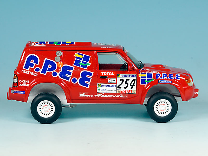 Nissan-FPEE-Dakar-2001-01