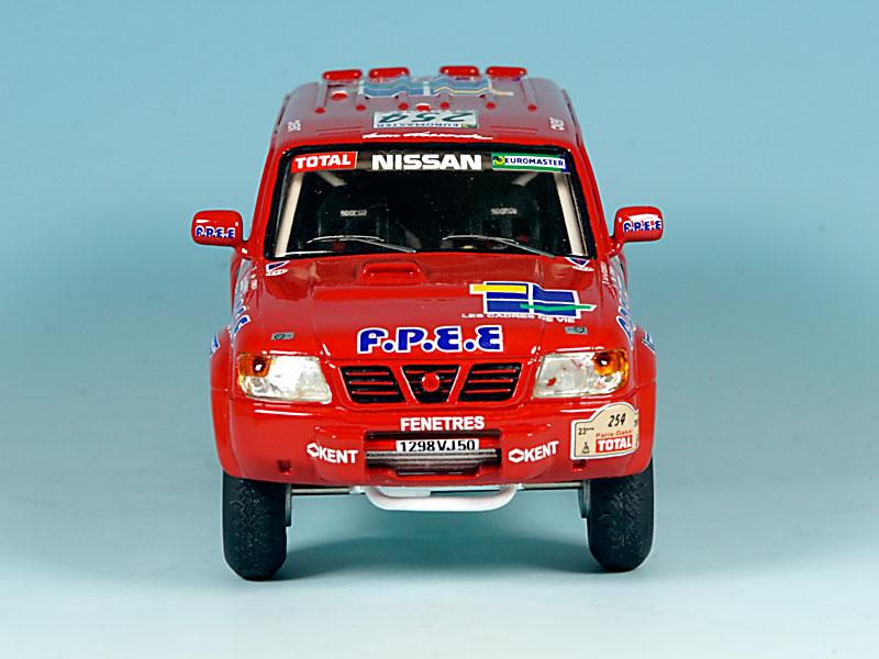 Nissan-FPEE-Dakar-2001-03