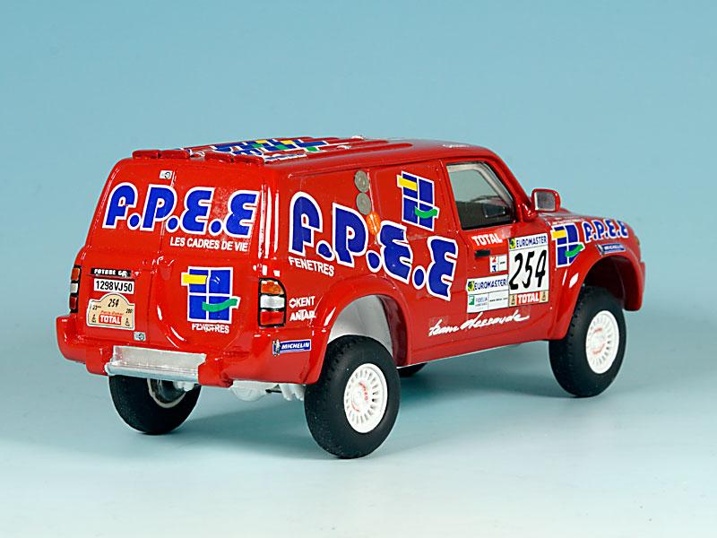 Nissan-FPEE-Dakar-2001-arriere-droit