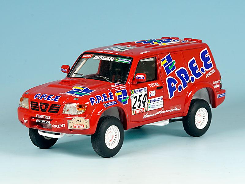 Nissan-FPEE-Dakar-2001-avant-gauche