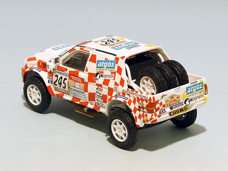 2208 Mitsubishi Stakar Dakar 2001 02