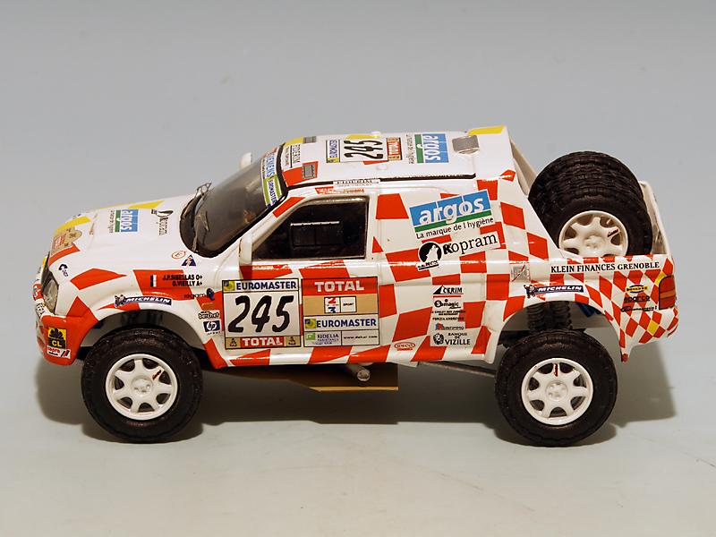 2208 Mitsubishi Stakar Dakar 2001 03