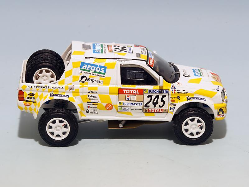 2208 Mitsubishi Stakar Dakar 2001 04